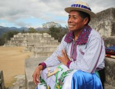 Profe Chico confía en que la juventud puede enderezar el futuro del país. (Foto Prensa Libre: Mike Castillo).