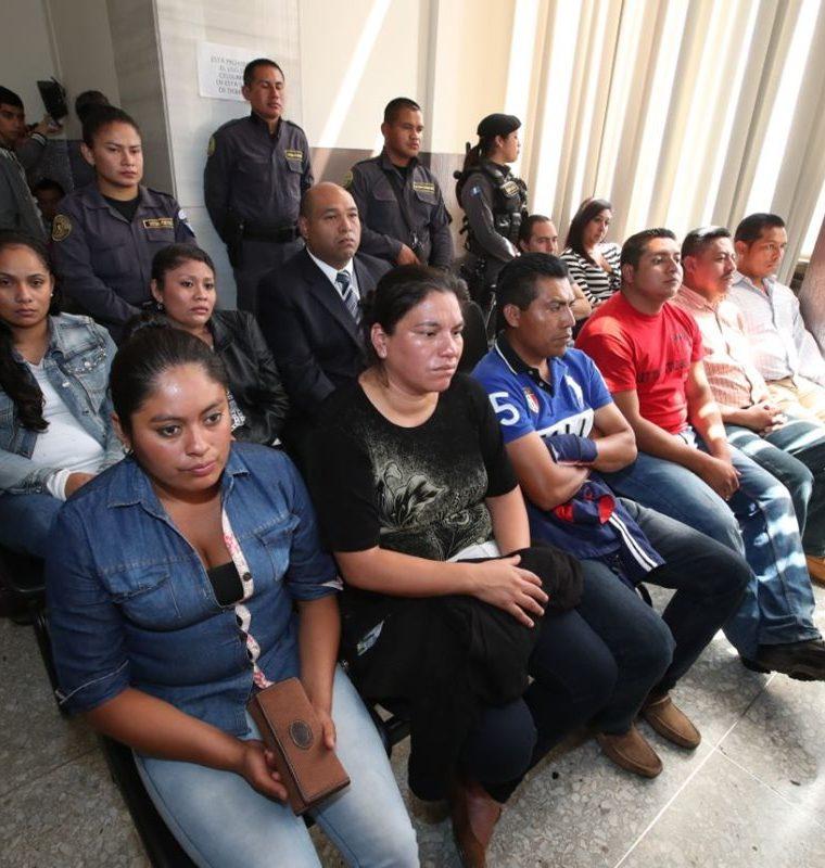 Son 11 procesados por la fuga de la Patrona, entre ellos el abogado Benjamín Estrada. (Foto Prensa Libre: Paulo Raquec)