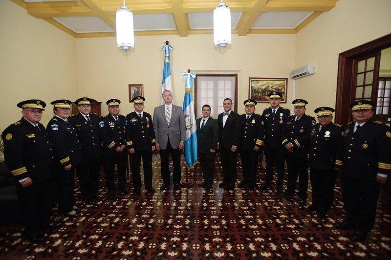 Ministro Enrique Degenhart y la cúpula de la PNC se reunió esta tarde. (Foto Prensa Libre: Gobernación)