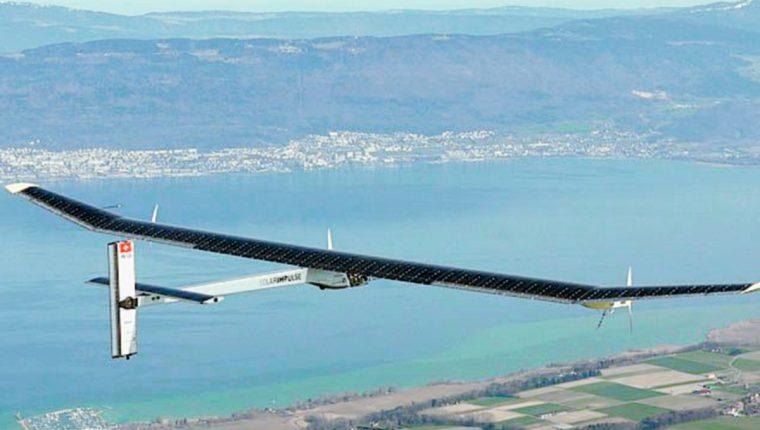 El avion solar Impulse 2 ya se encuentra rumbo a Hawái en la etapa más arriesgada del vuelo. (Foto Prensa Li bre: AP).