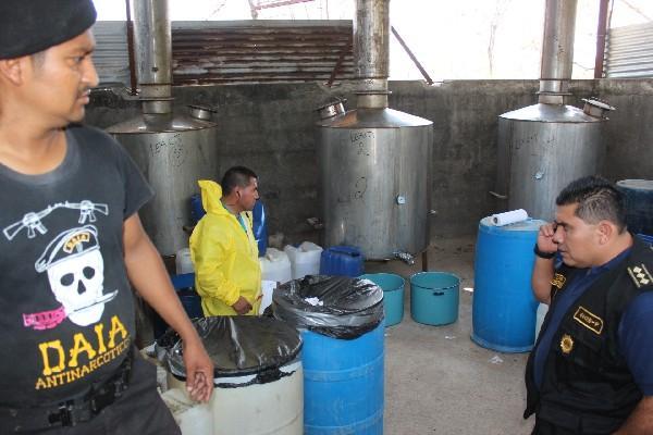 Laboratorio descubierto  en la aldea El Faro, Pueblo Nuevo Viñas, Santa Rosa, el cual tenía tres calderas para procesar  drogas sintéticas.
