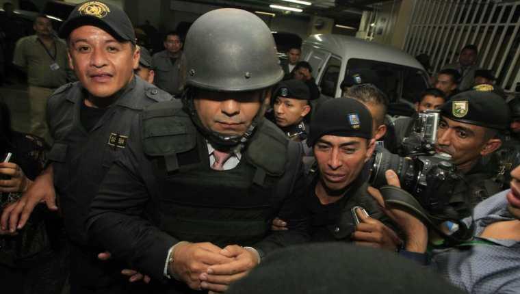 Juan Carlos Monzón en su salida de la Torre de Tribunales, Foto Prensa Libre: Edwin Bercian