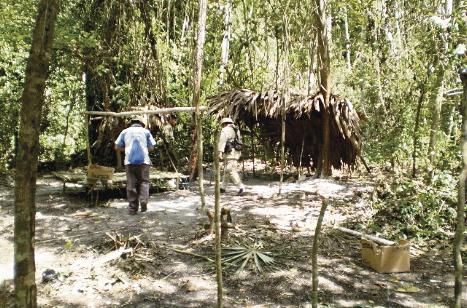 Comunitarios incendian viviendas en Huehuetenango