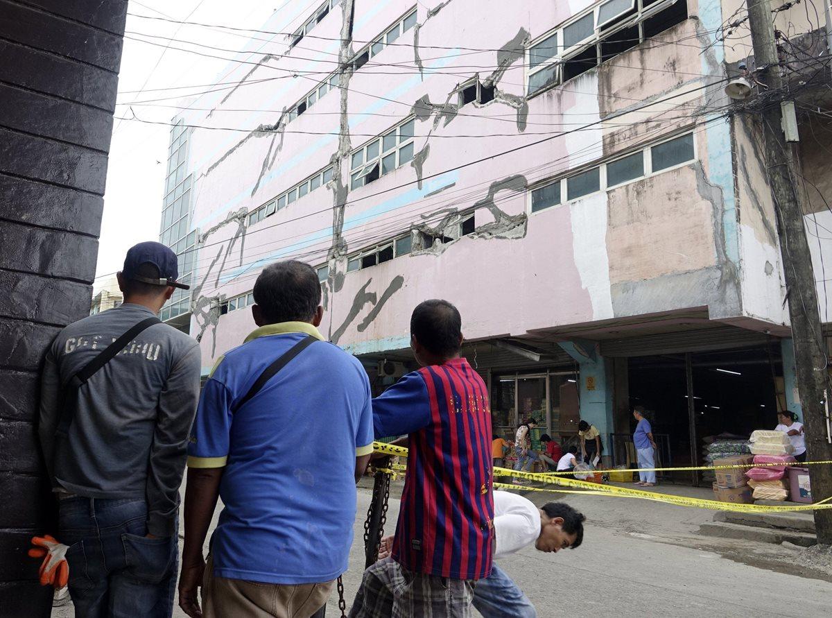 Muertos y heridos luego de potente terremoto de 6.7 grados richter en Filipinas