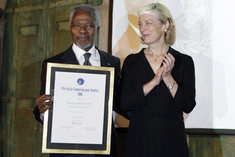 Kofi Annan junto a su esposa Nane Lagergren, durante la entrega del Premio de la Fundación Ginebra, en 2006.