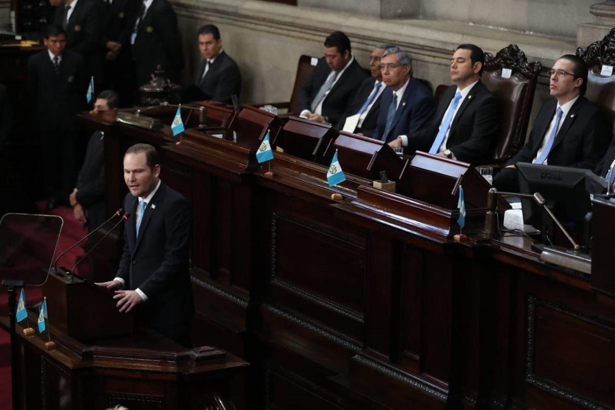 El presidente del Congreso, Álvaro Arzú Escobar, durante el discurso en la Sesión Solemne por el 197 aniversario de la Independencia. (Foto Prensa Libre: Esbin García)