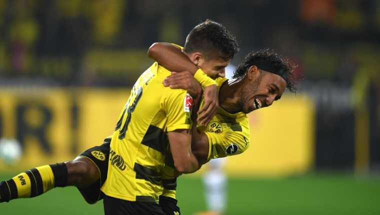 Aubameyang no se cansa de anotar goles en la Bundesliga. (Foto Prensa Libre: AFP)