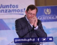 El vocero presidencial Heinz Hiemann dice que Guatemala respeta la política migratoria de EE.UU, en declaraciones al finalizar la reunión de ministros. (Foto Prensa Libre: Esbin García).