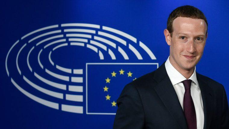 El CEO de Facebook, Mark Zuckerberg, se presentó ante la Eurocámara. Ahora enfrenta nueva denuncia por empresa estadounidense. (Foto Prensa Libre: AFP)