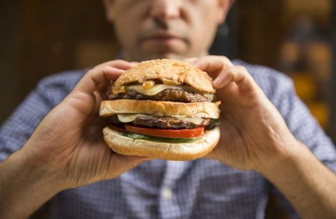 Los expertos recomiendan comer grasas pero con moderación. (Foto, Thinkstock)