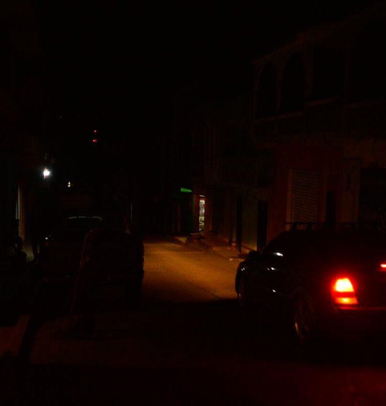Las calles de Tacaná están en oscuridad total. (Foto Prensa Libre: Whitmer Barrera)
