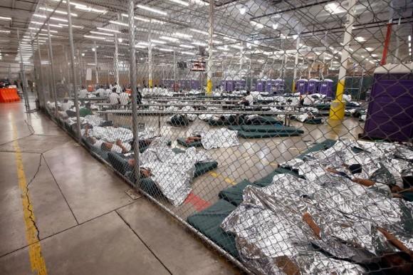 Activistas critican centros de detención para migrantes
