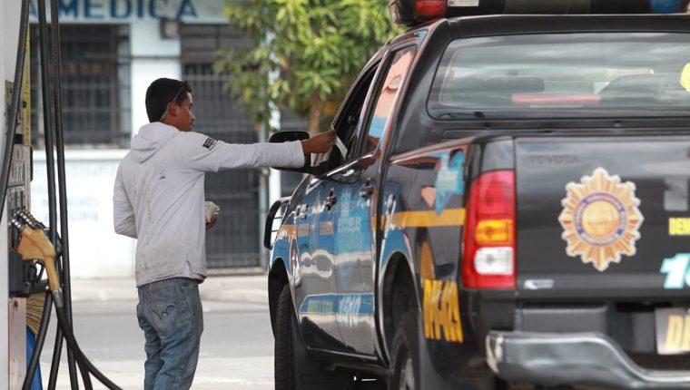 Este miércoles durante la madrugada se robaron un radiotransmisor de una autopatrulla de la PNC en la zona 6 de Mixco. (Foto Prensa Libre: Hemeroteca PL)