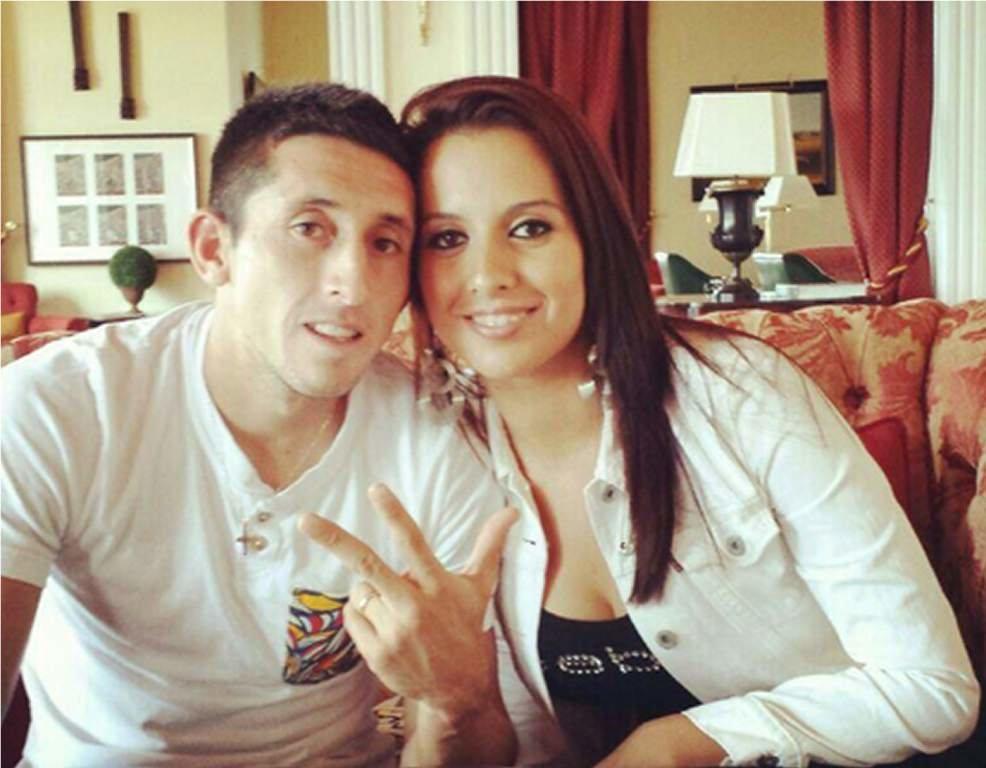 Héctor Herrera junto a su esposa, que vive en Portugal. (Foto Prensa Libre: tomada de redes)