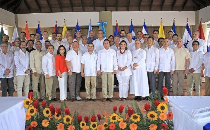 Presidente Jimmy Morales se reunió con el cuerpo diplomático en la finca Santo Tomás en Palín, Escuintla. (Foto Prensa Libre: AGN)