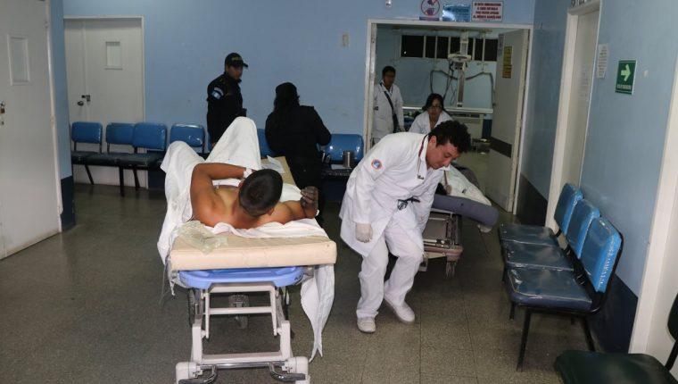 Los trabajadores heridos fueron trasladados al hospital Nacional de San Marcos.(Foto Prensa Libre: Whitmer Barrera)