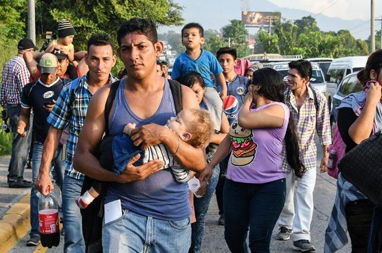 Familias enteras han salido de Guatemala, El Salvador y Honduras por la violencia, pero también por la pobreza. (Foto Prensa Libre: Hemeroteca PL)