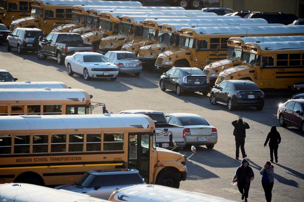 Varios buses escolares no circularon debido a amenazas en Los Ángeles, EE.UU.