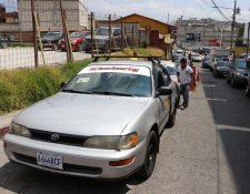Las asociaciones de taxistas de San Pedro Sacatepéquez y San Marcos lograron que las autoridades les asignaran parqueos exclusivos. (Foto Prensa Libre: Whitmer Berrera)