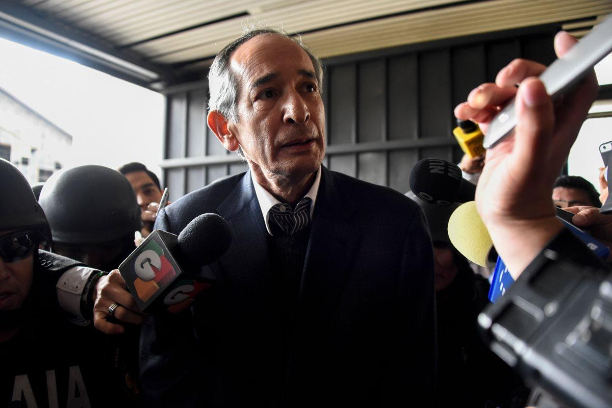 Álvaro Colom permanece hospitalizado y hace estas peticiones al juzgado
