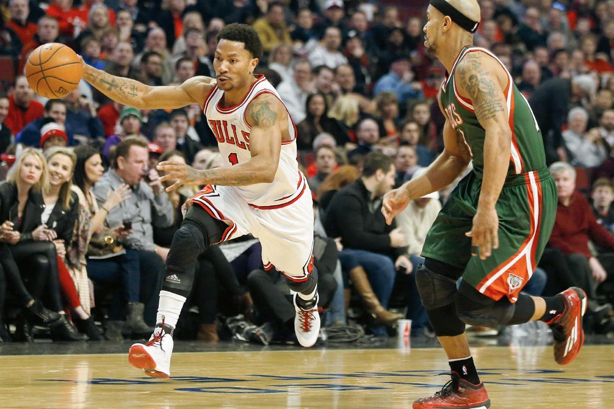 El defensor de Chicago Bulls Derrick Rose (i) jugó su último juego el lunes recién pasado. (Foto Prensa Libre: EFE)