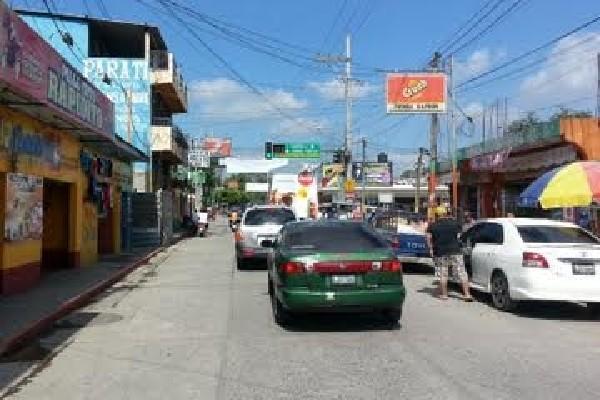 Movimiento comercial es normal en calle de Tecún Umán, San Marcos.
