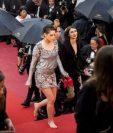 Sin zapatos. Así terminó Kristen Stewart la última fase de su llegada al festival de cine de Cannes, en Francia. GETTY IMAGES