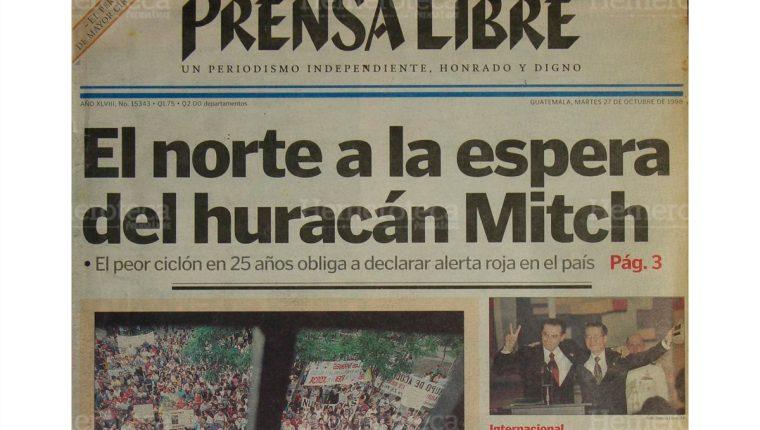 Portada del 27/10/1998 en la cual se informa sobre la llegada del Huracán Mitch a las costas de Izabal. (Foto: Hemeroteca PL)
