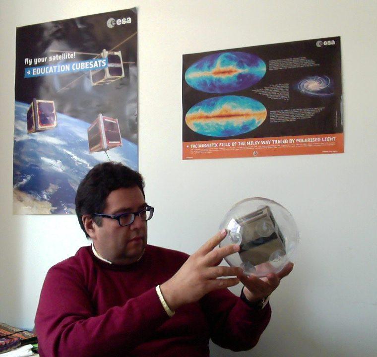El doctor en Física Julio Gallegos reside y labora en España (Foto Prensa Libre: Cortesía Julio Gallegos).