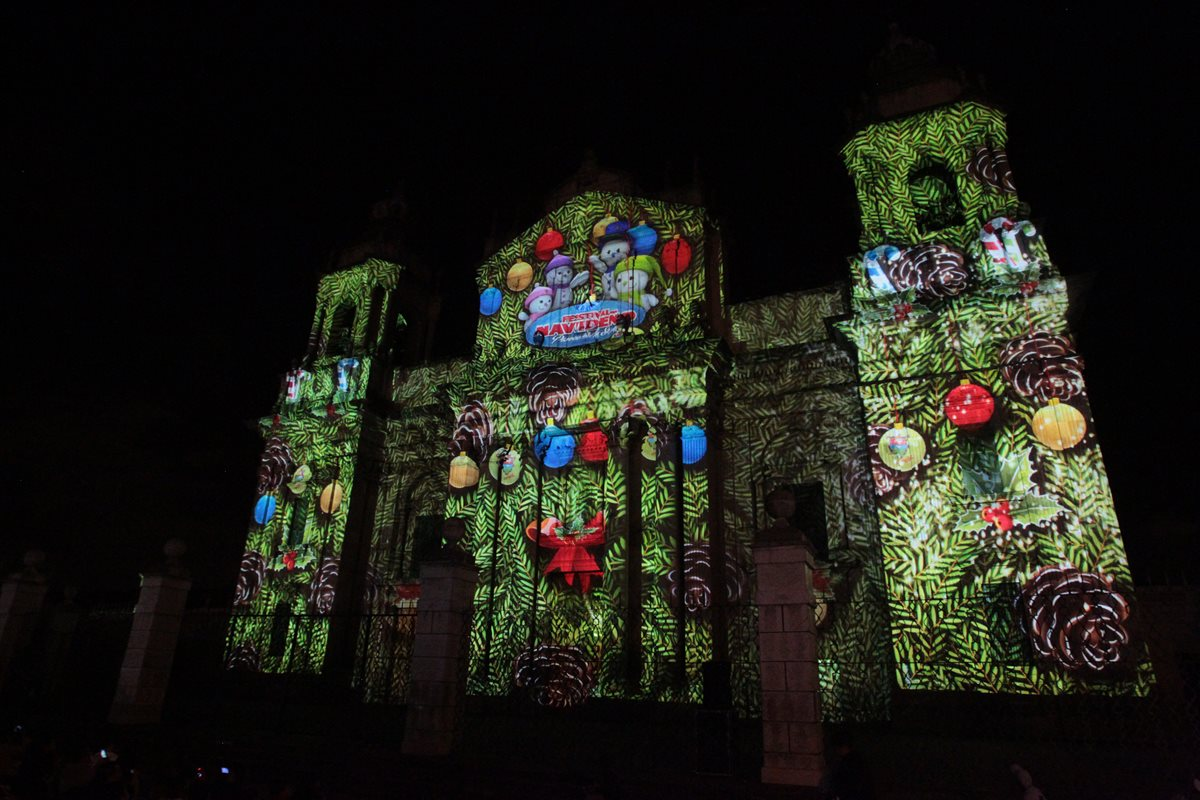 Mapping ilusiona a visitantes del Festival Navideño