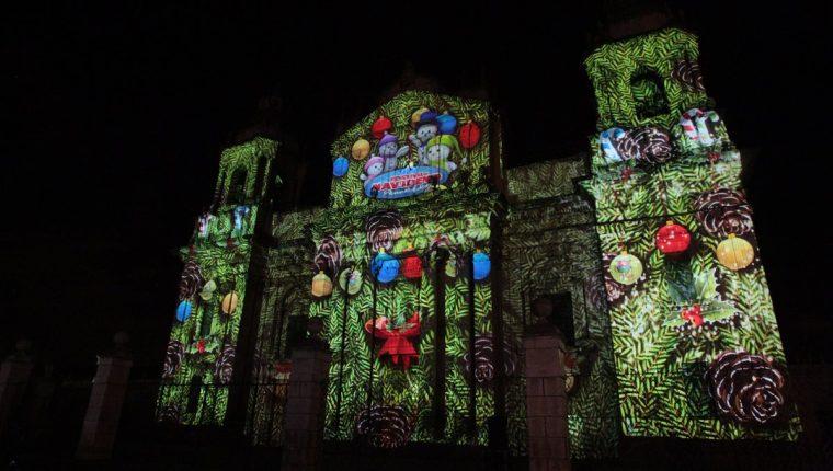 La Catedral Metropolitana se engalanón con la proyección del Mapping. (Foto Prensa Libre: Ángel Elías)