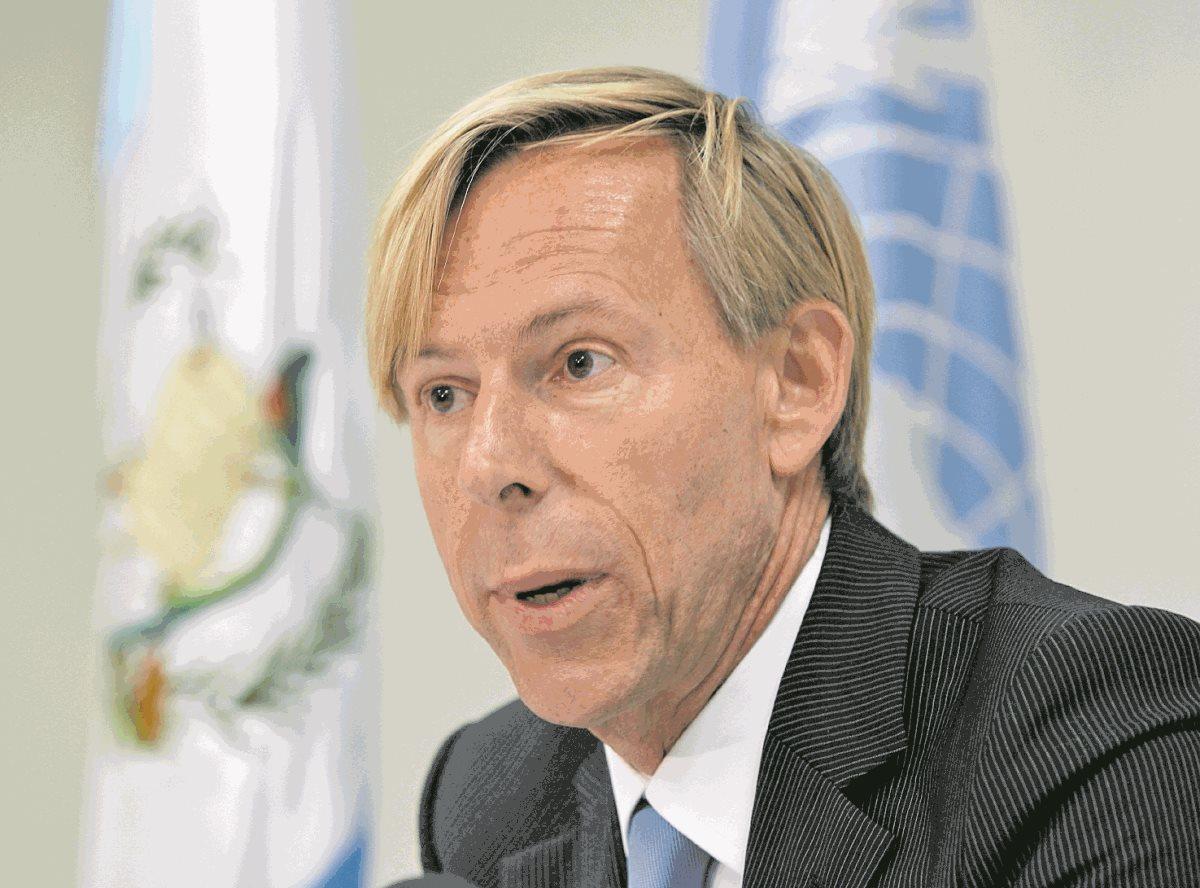 """CC ordena a Jimmy Morales buscar """"solución amigable"""" en torno a embajador de Suecia"""