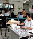 La Junta Directiva del IGSS decidió congelar la contratación de personal en los renglones 029 y 022. (Foto Prensa Libre: HemerotecaPL)