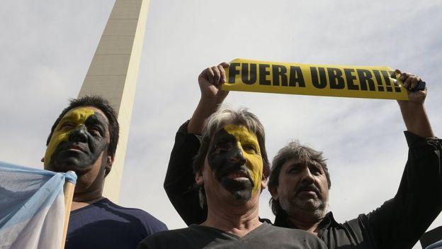 La llegada de Uber generó protestas en países de todo el mundo. GETTY IMAGES