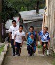 """Varios niños, que viven en los asentamientos debajo del puente Del Incienso, son apasionados del deporte. (Foto Prensa Libre: Romeo Rios)<br _mce_bogus=""""1""""/>"""