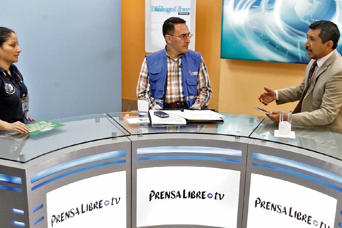 Ana Lucía Olmedo, de la Dirección General de Transporte, y Édgar Guerra, defensor de usuarios del transporte de la PDH, conversan con el editor Gustavo Montenegro sobre los riesgos en ese servicio.