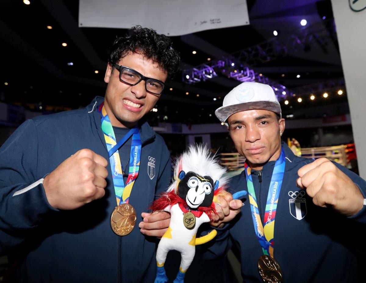 Los dos boxeadores guatemaltecos llenaron de orgullo al país con doble medalla de oro en sus respectivas categorías. (Foto Prensa Libre: Carlos Vicente)