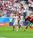 Momento en el Aziz Bouhaddouz anota en propia puerta para la victoria de Irán contra Marruecos. (Foto Prensa Libre: AFP)
