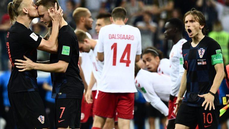 Rakitic marcó el gol de penalti que dio la alegría a Croacia para avanzar a los cuartos de final del Mundial de Rusia 2018. (Foto Prensa Libre: AFP)