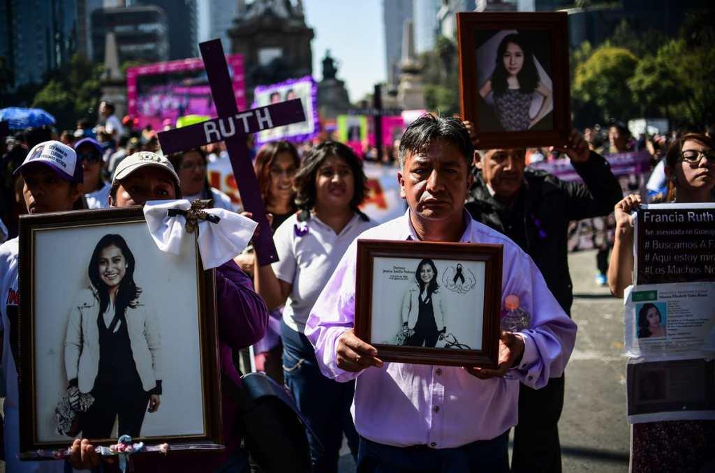 En México familiares de víctimas usaron sus retratos para exigir justicia.