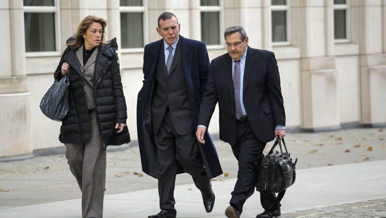 Juan Ángel Napuot (c), es uno de los exdirigente que ha declarado en el tribunal en Brooklyn, en Nueva York. (Foto Prensa Libre: EFE)