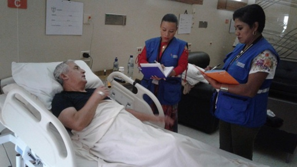 Delegados de la PDH visitaron el jueves a Pérez Molina en el hospital militar. (Foto Prensa Libre: PDH)