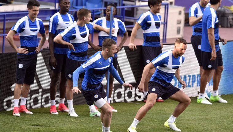 Jugadores del Leicester City se entrenaron ayer previo al duelo de hoy frente al Atlético. (Foto Prensa Libre: AFP)