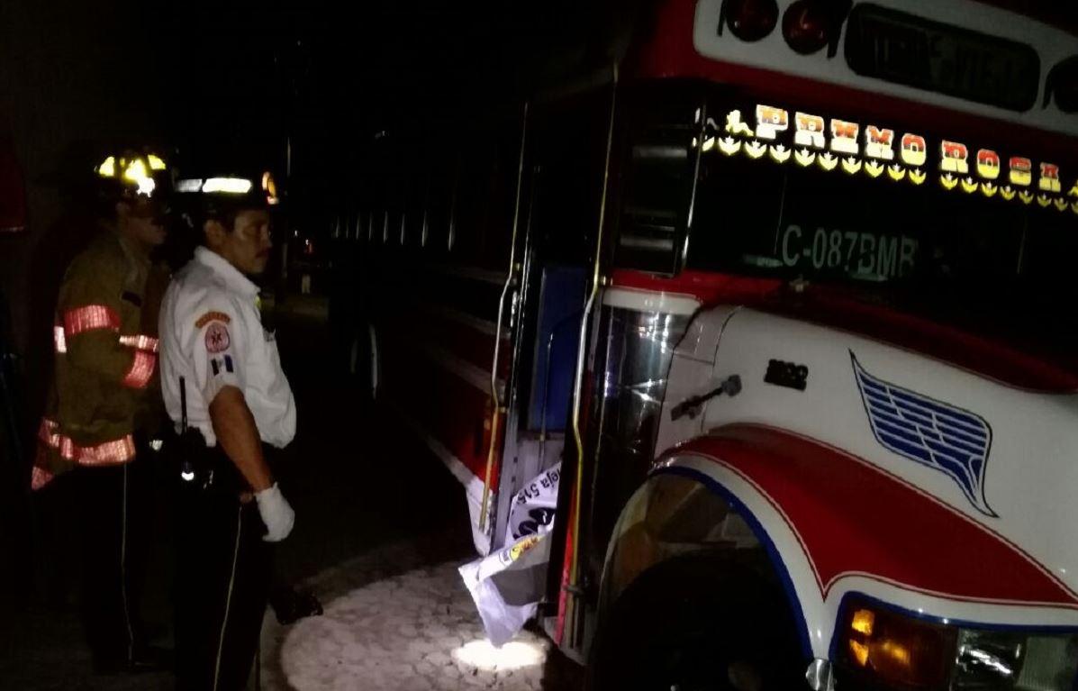 Ultiman a piloto y ayudante de bus en Antigua Guatemala