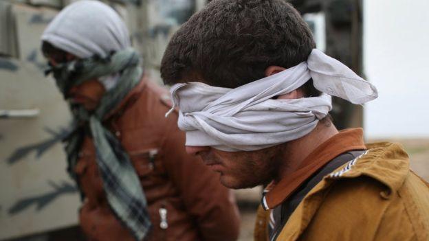 Decenas de miles de supuestos militantes de Estado Islámico fueron detenidos en Siria. GETTY IMAGES