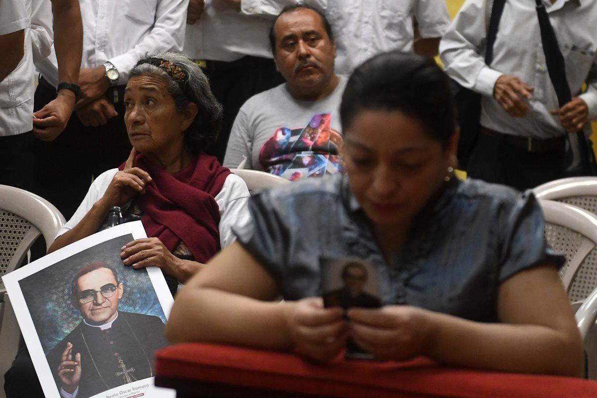 Los salvadoreños guardaban la esperanza de que Romero fuera canonizado en su país natal. (Foto Prensa Libre: AFP)