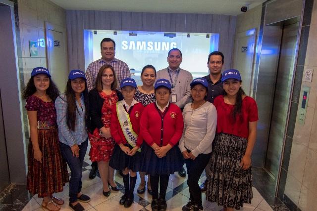 Niñas en Guatemala ocupan cargos en Samsung