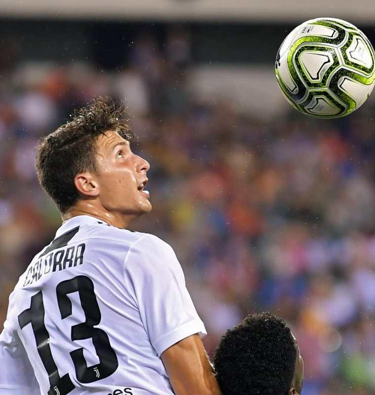 Mattia Caldara es el nuevo refuerzo del cuadro rossonero. (Foto Prensa Libre: AFP)