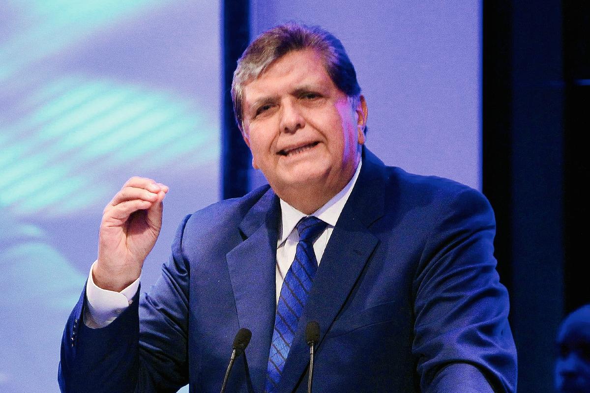 Alan García defiende modelo con el que impulsó comercio y crecimiento en Perú