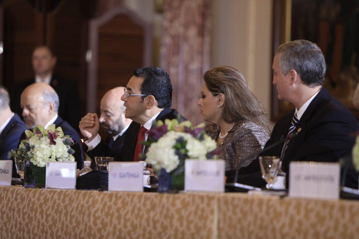 El presidente Jimmy Morales durante su intervención en la reunión con funcionarios de EE. UU., México y Centroamérica. (Foto Prensa Libre: SCSP)